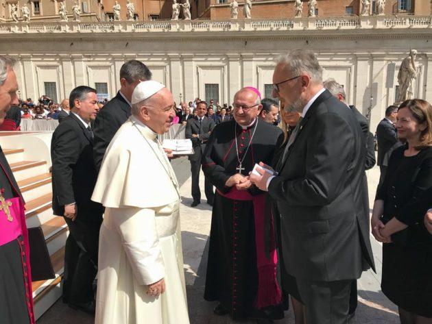 VATIKAN – Ministri Božinović i Medved na audijenciji kod Pape Franje