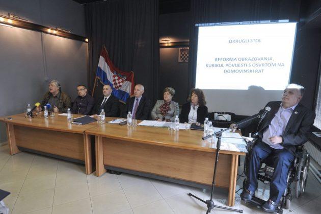 """Okrugli stol – Ministar Medved: """"O Domovinskom ratu uči se premalo, to moramo mijenjati"""""""