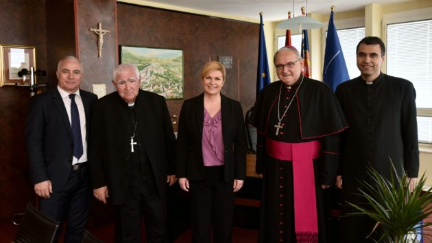 Predsjednica Republike Grabar-Kitarović sastala se sa šibenskim biskupom mons.Tomislavom Rogićem