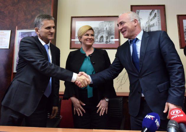 ŠIBENIK – U nazočnosti predsjednice Kolinde Grabar Kitarović potpisan ugovor o dodjeli bivše vojarne Županiji