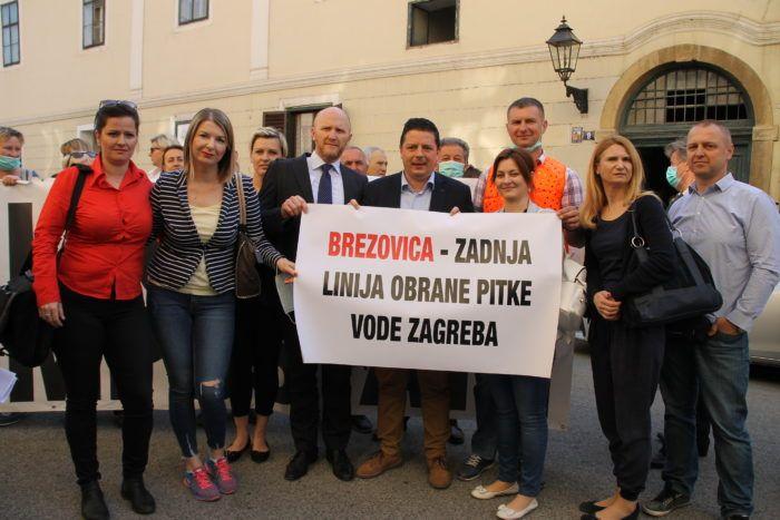 Građani prosvjedovali ispred Gradske skupštine protiv Prijedloga plana gospodarenja otpadom