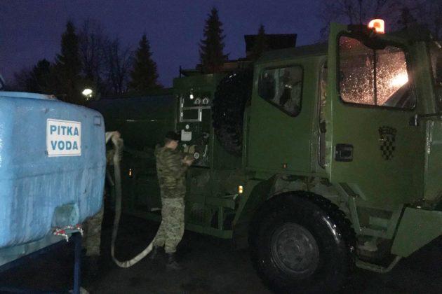 OPSKRBA PITKOM VODOM – MORH: U Slavonski Brod upućeno dodatnih pet cisterni s vodom