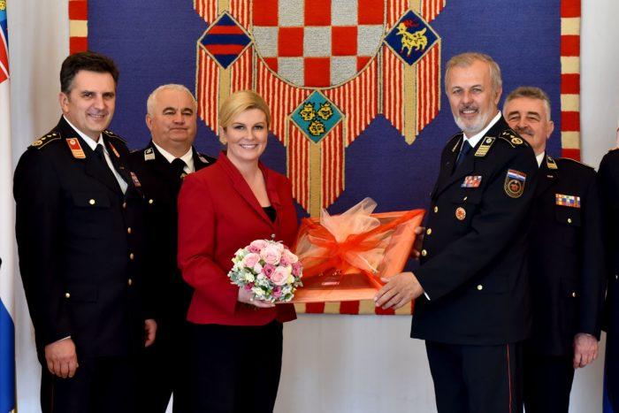 Predsjednica Grabar-Kitarović primila izaslanstvo Hrvatske vatrogasne zajednice