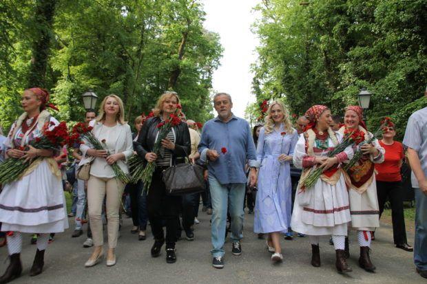 """Gradonačelnik Bandić dijeleći prvosvibanjski grah u Maksimiru poručio: """"Djela govore više od riječi"""""""