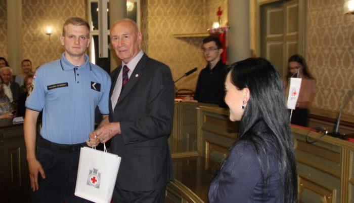 GRADSKA SKUPŠTINA – Polaznici Policijske škole dobili zahvalnice za darivanje krvi