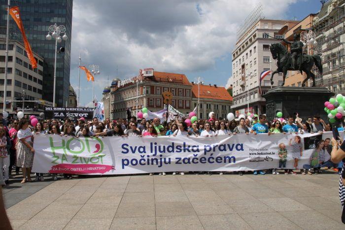 """Pod sloganom """"Sva ljudska prava počinju začećem"""" održan """"Hod za život"""": Neka odgovorni provode zakone i osiguraju zaštitu žena koje se odluče na majčinstvo"""