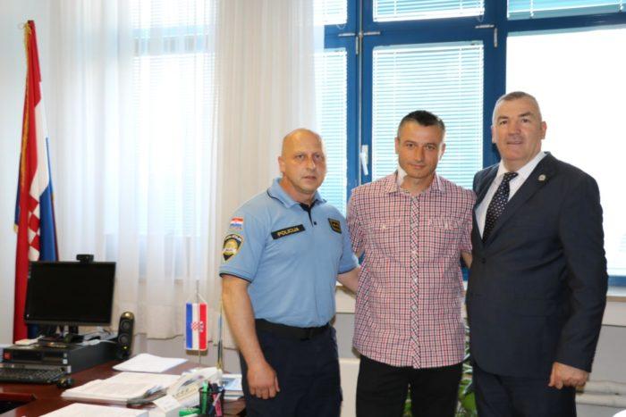 Glavni ravnatelj policije Nikola Milina susreo se s ozlijeđenim policajcem Interventne jedinice