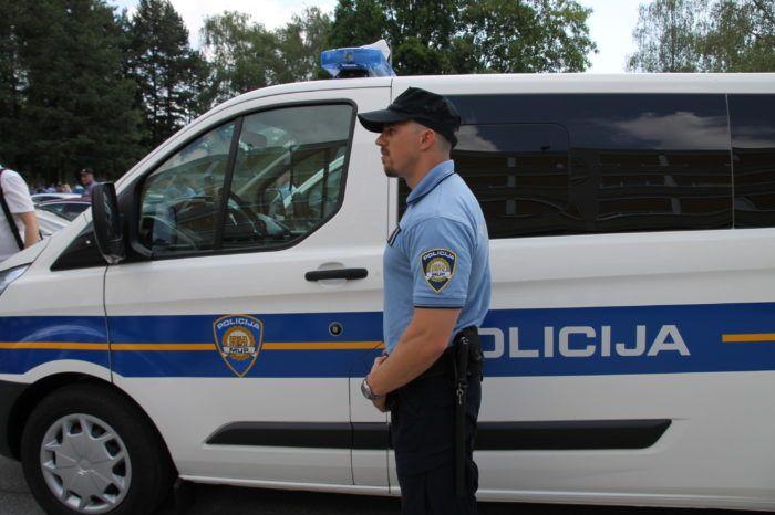 Policija apelira na građane da prilikom putovanja poštuju prometna pravila i ograničenja