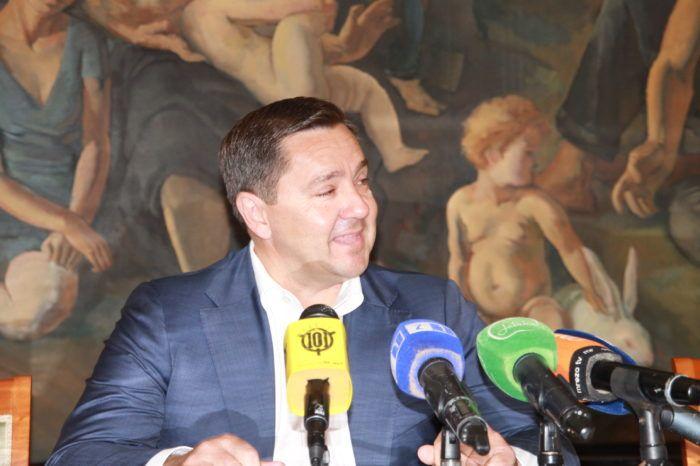 """OPET NAS ROLAJU  Gradski """"siromasi"""" – Mikulić pozvao Bandića da sam sebi smanji plaću"""