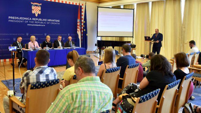 """Predsjednica Grabar Kitarović predstavila demografske mjere: """"Riječ je o životnom pitanju, provedba ima cijenu, neprovedba još veću"""""""