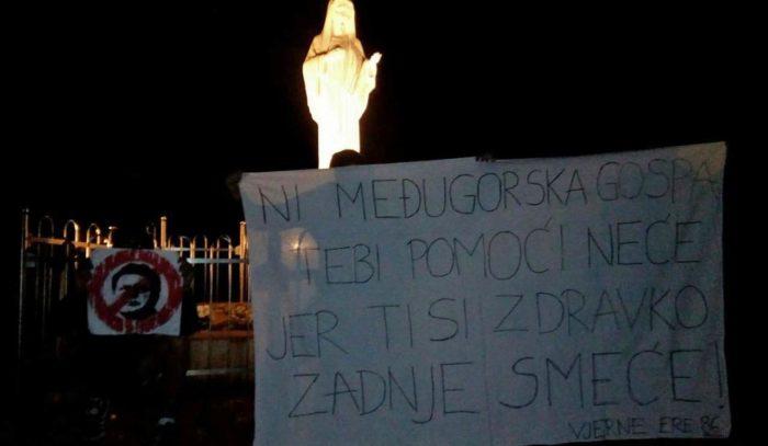 """Zdravko Mamić osuđen na šest i pol godina – Na Brdu ukazanja u Međugorju postavljen transparent kojim se Mamiću poručuje da mu """"neće pomoći ni Gospa"""""""