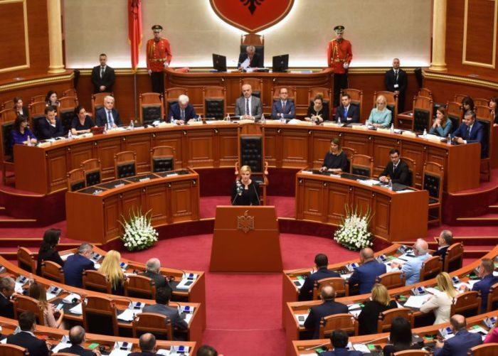 Predsjednica Grabar-Kitarović u albanskom parlamentu: Hrvatska snažno podržava europsku integraciju Albanije