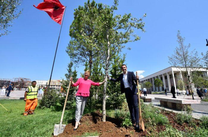 Hrvatska predsjednica Grabar-Kitarović s gradonačelnikom Tirane