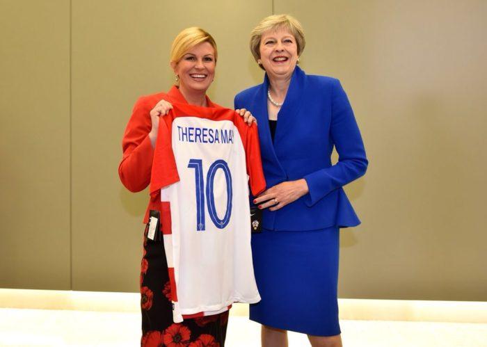 Predsjednica Grabar-Kitarović poklonila hrvatske dresove Donaldu Trumpu i Theresi May