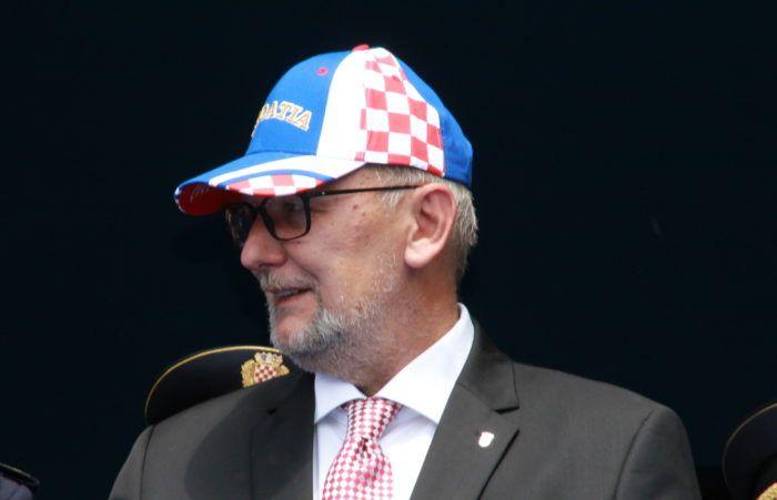 """Ministar Božinović: Izdaju se žurne putovnice, svaki navijač je bitan, a mi smo tu da servisiramo naše građane"""""""