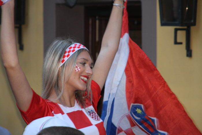 """Hrvatska slavi uspjeh """"Vatrenih"""", erupcija oduševljenja u poznatom zagrebačkom kafiću """"Ramazzotti"""", odnosno """"Kod Bosanca"""""""