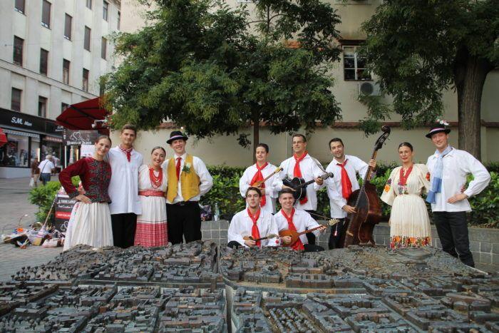 """PRVI HRVATSKI FOLKLORNI SHOW """"Hearts of Zagreb"""" PREDSTAVLJAJU """"Istinitu ljubavnu priču"""""""