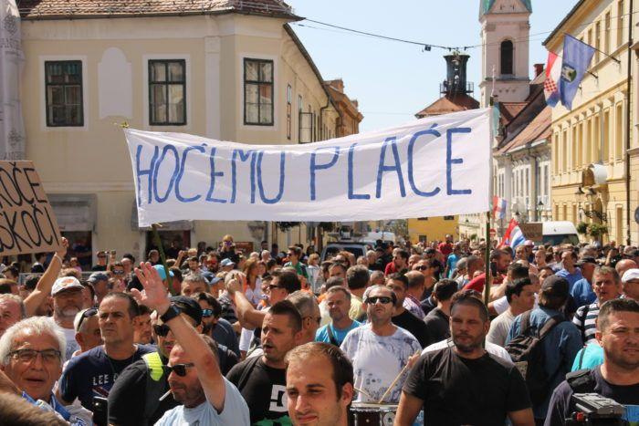 Radnici Uljanika i 3. maja stigli na Markov trg, počeo prosvjed