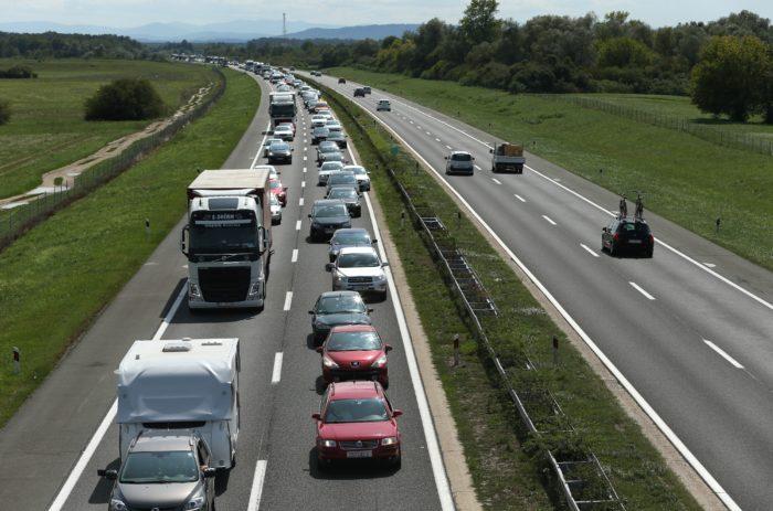 HAK: Zbog nesreće usporeno u koloni vozi se na A1 između čvorova Jastrebarsko i Karlovac