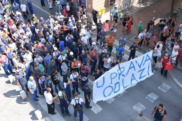 Pula: Radnici Uljanika u mimohodu koji podržavaju sva tri sindikata
