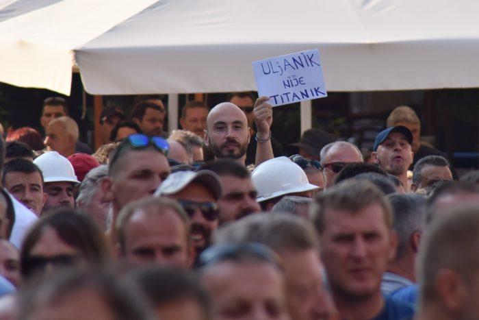Radnicima Uljanika u prosvjedom hodu pridružio se velik broj Puljana