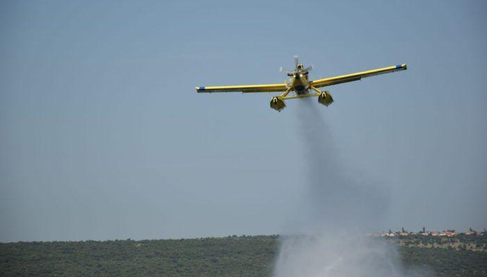 MORH: Zračne snage sudjelovale u gašenju dva požara,  Airtractor gasi požar na granici s Bosnom i Hercegovinom