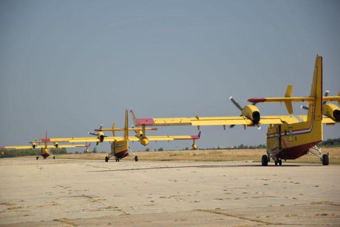 Tri kanadera upućena na požarište kod Otrića, dodatni angažman zračnih snaga na požarištima