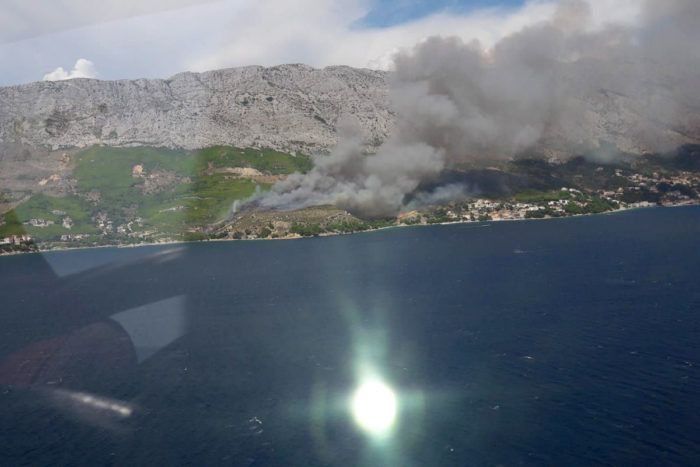Požar u Lokvi Rogoznici pod nadzorom gasitelja – izgorjelo 70 hektara