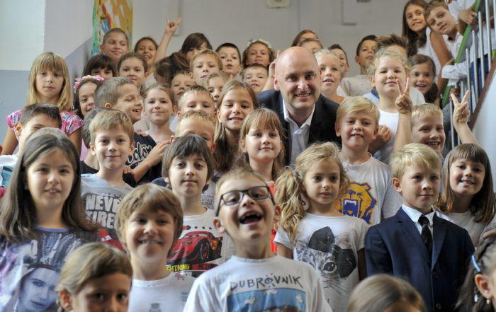 """Ministar Tolušić u Osnovnoj školi Tina Ujevića predstavio informativnu kampanju """"Danas jedemo ribu"""""""