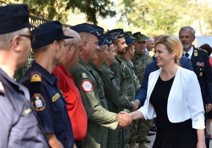 Predsjednica Grabar-Kitarović posjetila Vatrogasno-operativno zapovjedništvo u Divuljama
