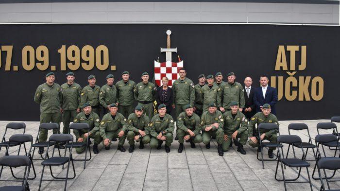 Predsjednica Grabar-Kitarović posjetila Zapovjedništvo Antiterorističke jedinice Lučko