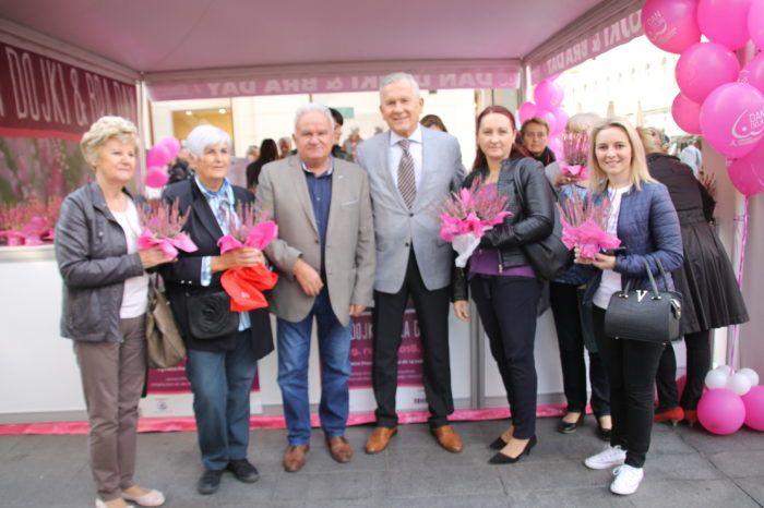 U organizaciji Hrvatske lige protiv raka u Zagrebu je obilježen međunarodni Dan dojki & Bra Day