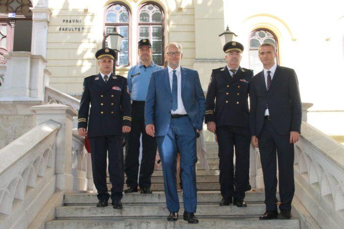 Ministar Božinović: Policija istražuje ratne zločine na jedini način koji može dovesti do rezultata