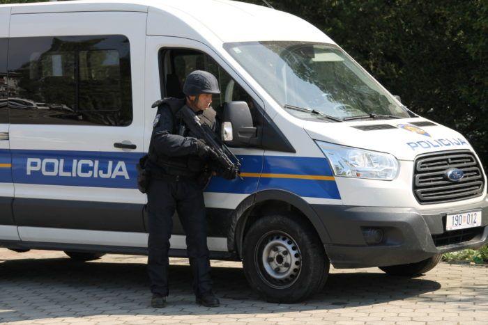 Policija uhitila tri osobe koje su počinile razbojstvo u poslovnici Hrvatske pošte