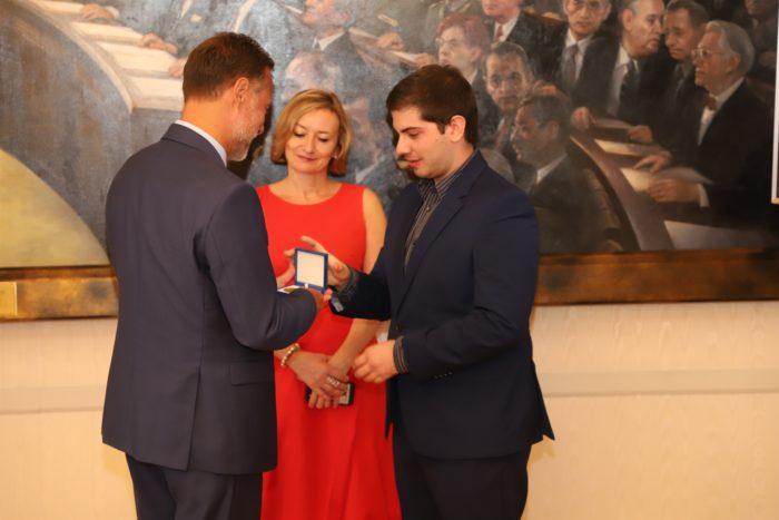 """Predsjednik Sabora Jandroković uručio nagradu """"Europski građanin"""" Hrvatskom uredu za kreativnost i inovacije"""