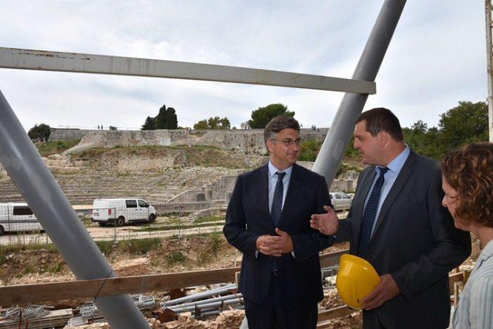 Premijer Plenković i ministrica kulture Obuljen Koržinek obišli gradilište dogradnje Arheološkog muzeja Istre