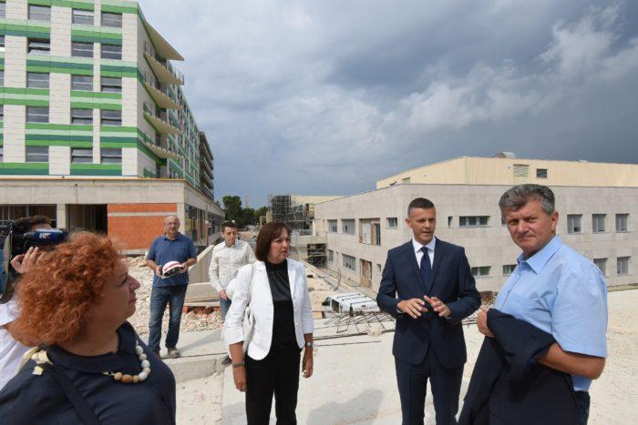 Ministar Kujundžić: Vlada će dati jamstvo od 300 tisuća kuna za završetak bolnice
