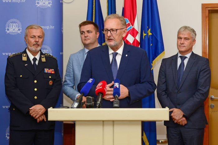"""Ministar Božinović: """"Djeca i roditelji u Vukomercu sigurni,  policija istu večer reagirala promptno i vrlo profesionalno"""""""