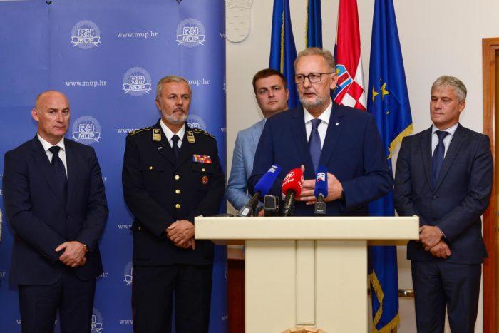 Božinović: Otkrivanje počinitelja ratnog zločina na Ovčari nije povezano s prosvjedom u Vukovaru