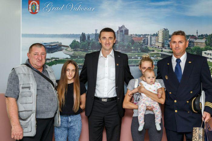 Nagrađeni vojnik novčani dio nagrade prepustio obitelji vojnog invalida s desetoro djece