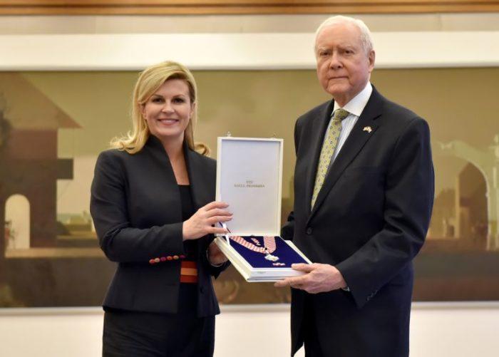 Predsjednica Grabar-Kitarović odlikovala američkog senatora Orrina Hatcha za promicanje ugleda RH u SAD-u