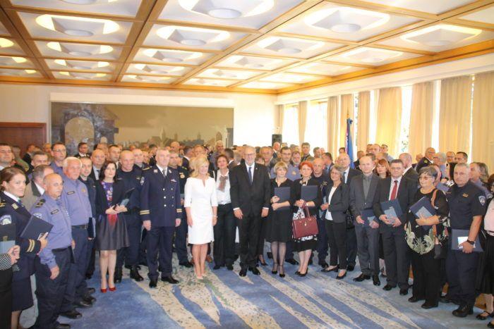 Predsjednica Grabar-Kitarović u prigodi Dana policije odlikovala pripadnike MUP-a i policijske postaje Pakrac