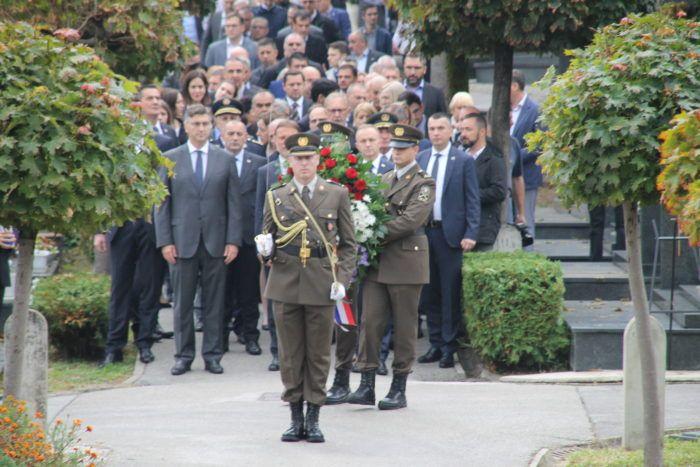 Uz Dan neovisnosti vijenci visokih državnih izaslanstava za poginule branitelje na Mirogoju