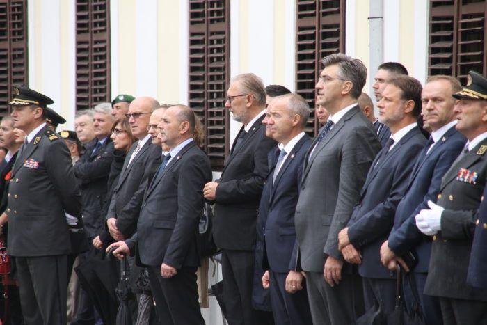 Ministar Krstičević posebnu čestitku uputio hrvatskim vojnicima, gardistima i redarstvenicima