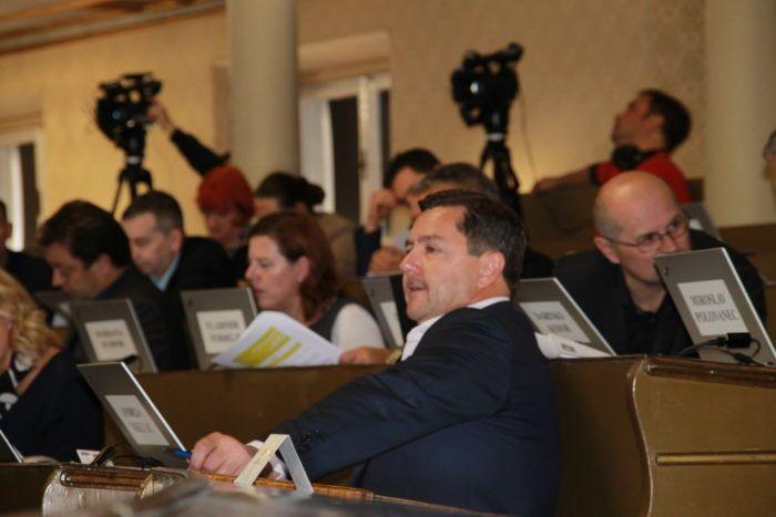 Mikulić o incidentu: Uvest ću restriktivnije mjere za ulazak na galeriju Gradske skupštine
