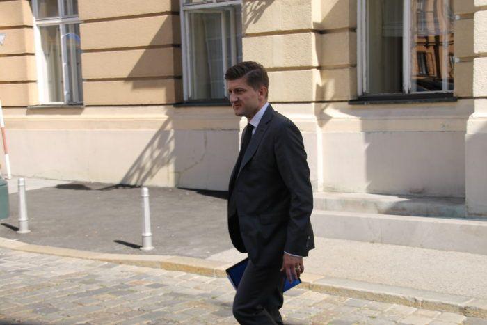 Ministar financija Marić: Korekcije trošarina dižu cijenu cigareta za dvije kune