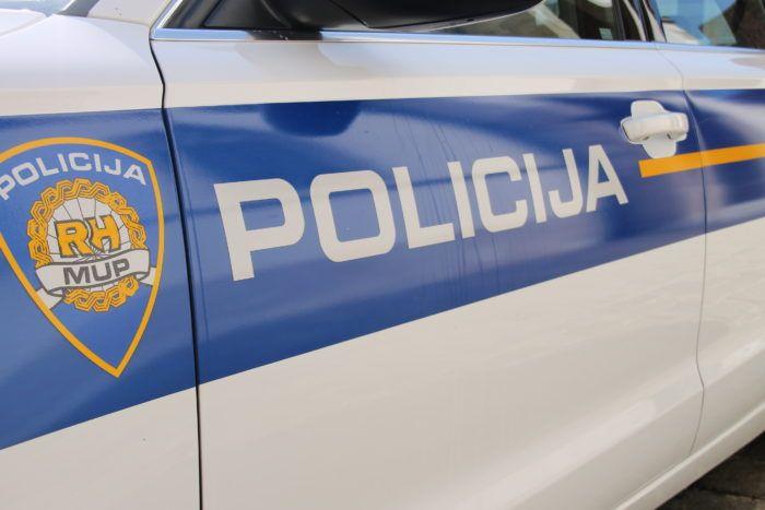 Split: Načelnikov sin s policijskim vozilom udario u ogradu mosta, no nitko nije stradao već je nastala materijalna šteta