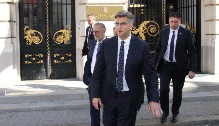 Premijer i šef HDZ-a Plenković uputio oštru poruku: Tko god da mi radi o glavi, neće uspjeti