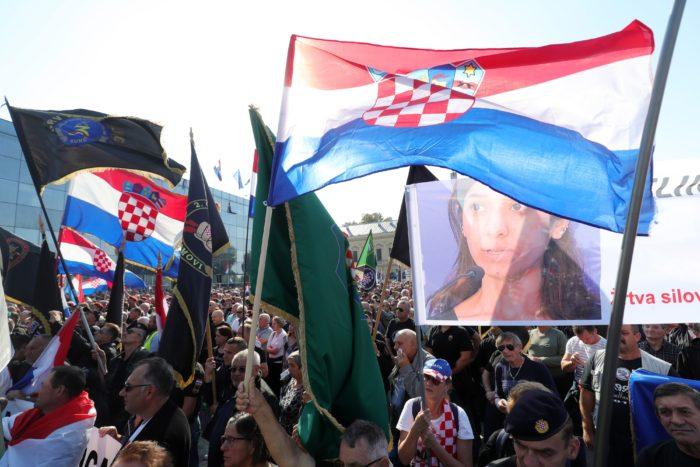 Vukovar – brojni prosvjednici pristižu u središte grada