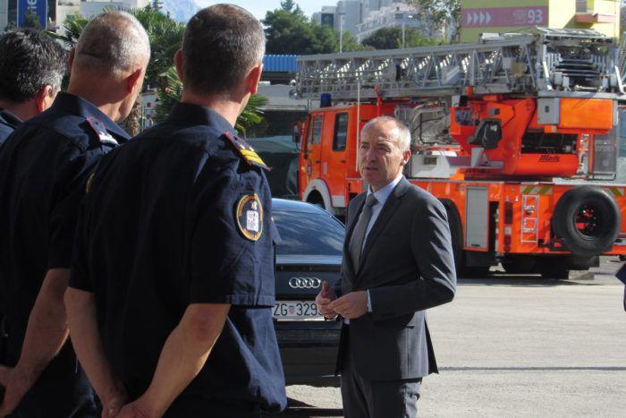 Potpredsjednik Vlade i ministar obrane Krstičević posjetio splitsku Javnu vatrogasnu postrojbu